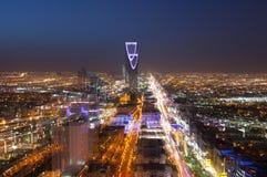 El horizonte de Riad en la noche, enfoca en efecto Fotos de archivo libres de regalías