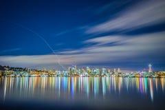 El horizonte de Seattle del gas trabaja el parque imágenes de archivo libres de regalías