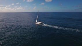 El horizonte y la navegación del océano navegan, visión aérea metrajes