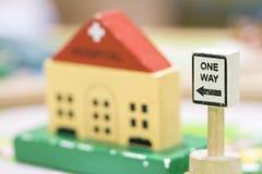 El hospital las muestras de Toy Set de madera y de una manera juega t educativo determinado Imagen de archivo