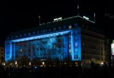 El hotel de cinco estrellas Adlon en la iluminación de la noche Imagen de archivo