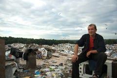 el Huésped-trabajador se sienta en el vaciado Imágenes de archivo libres de regalías