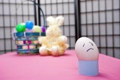 Huevo con la cara triste. Foto de archivo libre de regalías