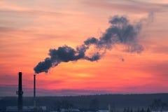 El humo de la chimenea Fotografía de archivo libre de regalías