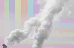 El humo de la chimenea en un fondo coloreado Imagen de archivo