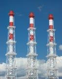 El humo industrial del alto color transmite la visión vertical Fotografía de archivo libre de regalías