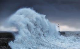 El huracán Brian golpea Porthcawl imagen de archivo