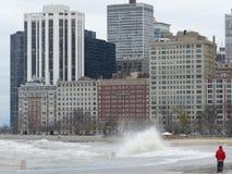 El huracán Sandy hace el lago Michigan subir fuera de su orilla imagen de archivo