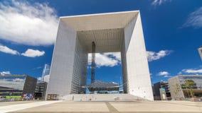 El hyperlapse del timelapse del Grande Arche en el distrito financiero de la defensa del La de París, Francia almacen de metraje de vídeo