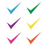 El icono multicolor de la marca de verificación de la señal del vector fijó en el fondo blanco stock de ilustración