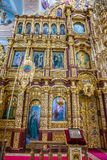 El iconostasio y el interior del St Nicholas Church en Mogilev belarus fotos de archivo libres de regalías