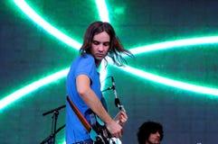 El impala doméstico, proyecto psicodélico de la banda de rock de Kevin Parker, se realiza en el festival 2013 del sonido de Heinek Fotografía de archivo libre de regalías