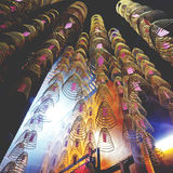 El incienso arrolla concepto asiático de la adoración del templo chino Imagen de archivo