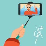 El inconformista hace el selfie en el fondo de la ciudad con la ayuda libre illustration