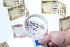 El indio prohibió la moneda de la rupia 500, 100, 1000 Imágenes de archivo libres de regalías