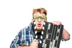 El individuo con los vidrios muestra una emoción divertida Imagenes de archivo