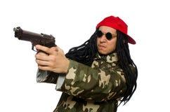 El individuo divertido con el arma aislado en blanco Imagenes de archivo