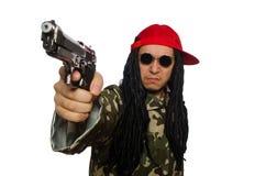 El individuo divertido con el arma aislado en blanco Foto de archivo