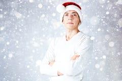 El individuo elegante en un sombrero de santa celebra la Navidad y un Año Nuevo Foto de archivo
