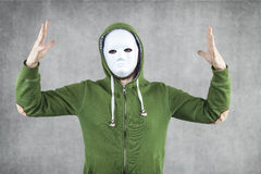 El individuo en la máscara pide la creación de Imágenes de archivo libres de regalías