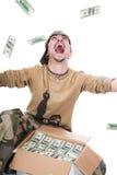 El individuo en un camuflaje y con un rectángulo de dinero fotos de archivo libres de regalías