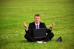 El individuo está trabajando al aire libre Fotografía de archivo