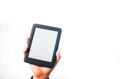 El individuo, hombre, mano en una camisa de tela escocesa que lleva a cabo un eBook, estudio, studen fotos de archivo libres de regalías