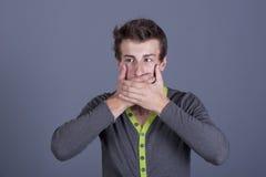 El individuo joven cerró su boca Imagen de archivo