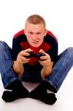 El individuo que juega emocionado a los videojuegos Fotografía de archivo libre de regalías