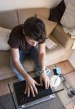 El individuo trabaja en el país Fotografía de archivo libre de regalías