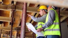 El ingeniero o el arquitecto que discute la construcción publica con el colega metrajes