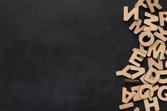 El inglés de madera pone letras al fondo Fotografía de archivo libre de regalías
