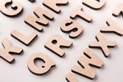 El inglés de madera pone letras al fondo Imagen de archivo