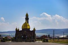 El Ingushetia, Magas, el 27 de junio de 2018, mezquita con las bóvedas de oro, editoriales imagenes de archivo