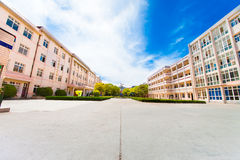 El instituto de secundaria de China en la ciudad de Pinghu foto de archivo