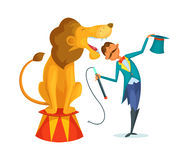 El instructor del circo realiza un truco junto con un león Foto de archivo libre de regalías