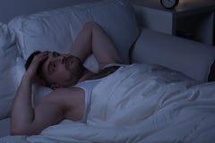 El intentar caer dormido imagenes de archivo
