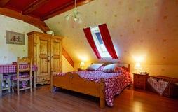 El interior cómodo de la casa del campo adentro alsacien estilo Fotografía de archivo libre de regalías