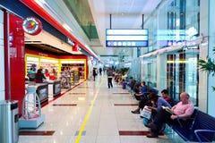 El interior con franquicia del área de compras de Dubai Imagenes de archivo