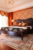 El interior costoso de lujo del dormitorio Fotos de archivo libres de regalías