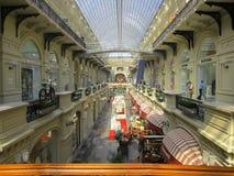 El interior de la alameda de compras de la goma foto de archivo libre de regalías