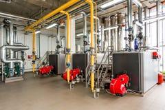 El interior de la caldera de gas, con tres calderas. Imagenes de archivo