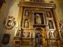 El interior de la catedral en la ciudad de Málaga foto de archivo
