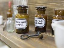 El interior de la farmacia vieja Imagen de archivo