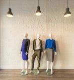 El interior de la tienda de la ropa de moda Fotografía de archivo libre de regalías