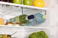 El interior de refrigeradores. Imágenes de archivo libres de regalías