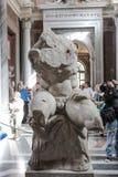 El interior de uno de los cuartos del museo del Vaticano Foto de archivo libre de regalías