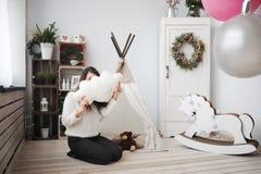 El interior del Año Nuevo de un cuarto de niños Imágenes de archivo libres de regalías