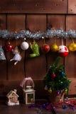El interior del Año Nuevo en una casa de madera Imagen de archivo