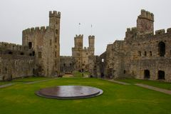 El interior del castillo de Caernarfon fotos de archivo